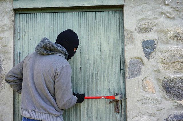 kriminalitaet-Einbruch-Hintereingang