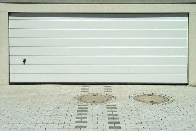 garagentor gegen einbruch sichern die besten tipps safetyguide. Black Bedroom Furniture Sets. Home Design Ideas